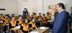 Öğrencilere üniversiteye hazırlık kaynak kitabı desteği