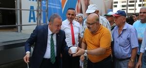 Başkan Böcek aşure dağıttı , turistler de aşure yedi