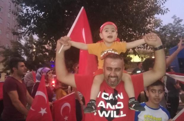 Mardin'de 'teröre lanet, analara destek' yürüyüşü Vatandaşlar Türk bayrakları ile yürüyerek terörü lanetledi