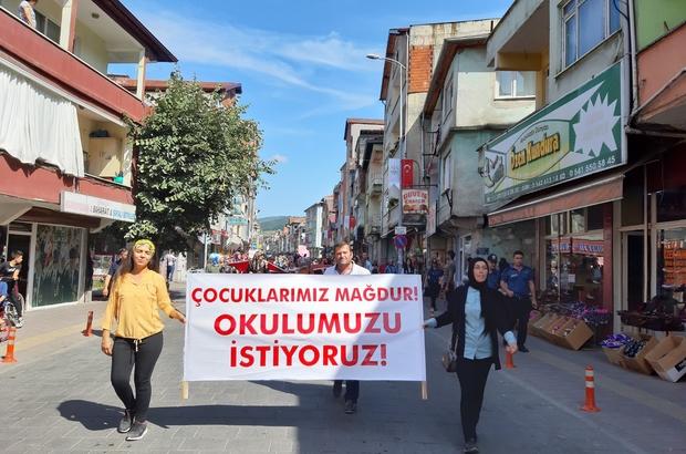 Teslim edilmeyen okulları için yürüdüler