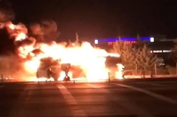 İzmir'de yolcu otobüsü alev alev yandı Facianın eşiğinden dönülen yangında ölen yada yaralanın olmaması teselli kaynağı oldu