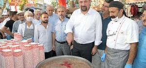 """Çiğli'de """"Yas-ı Muharrem Aşurası"""" Başkan Gümrükçü 24 sivil toplum kuruluşu ile aşure dağıttı"""