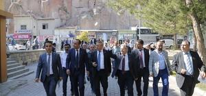 """Başkan Büyükkılıç, Üzüm Festivali'ne katıldı Başkan Büyükkılıç  """"Üzüm yiyeceksen İncesu'da yiyeceksin"""""""