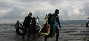 Denizden çıkanlar görenleri şaşırttı Dalgıçlar, balıkçı tekneleri ile açılarak denizin dibinden çöp çıkardı