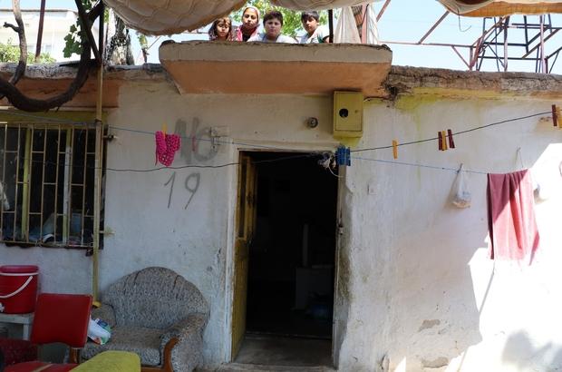'Evde yılan var' korkusuyla 45 gündür damda uyuyorlar 3 çocuğuyla birlikte eve girmeye korkan kadın, yetkililerden yardım bekliyor