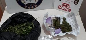 Polisin durduğu araçtan uyuşturucu çıktı
