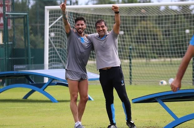 Sosa'dan indirim talebi rafa kalktı Trabzonspor yönetimi sezon sonu sözleşmesi bitecek olan oyuncuya gelecek sezon takımda kalması için yeni teklif sunacak
