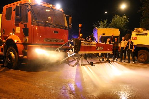 Semt pazarları modern temizlik aracı ile temizleniyor Başkan Beyoğlu sahada işçi gibi çalıştı
