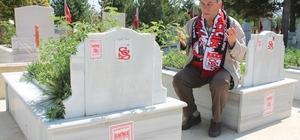 52 yıl önce maçta ölen Sivasspor taraftarlarını tek başına andı