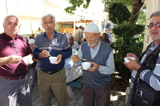Kemer, Elmalı ve İbradı'da vatandaşlara aşure ikram edildi