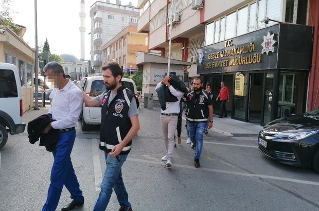 Gebze'de evlere dadanan hırsızlar, polisin takibiyle yakalandı Evlere dadanan şahıslardan 2'si tutuklandı Adliyeye sevk edilen şüpheliler basın mensuplarına saldırmaya çalıştı