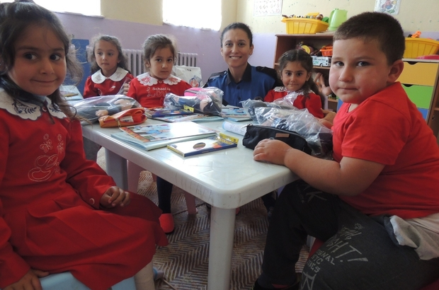 Kars'ta TDP'den öğrencilere boyama kitabı