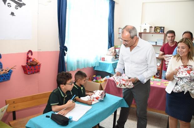 Başkan Bozdoğan, minik öğrencilere hediye dağıttı