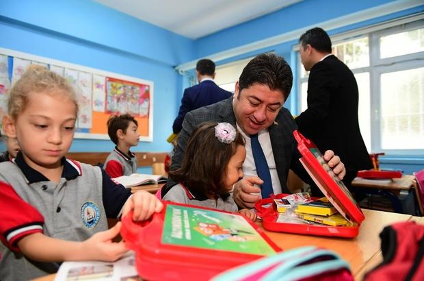 Minik öğrencilerin kırtasiye malzemeleri Altınordu Belediyesinden Altınordu Belediyesi tarafından yaklaşık 3 bin ilkokul birinci sınıf öğrencisine kırtasiye yardımı yapıldı
