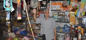 Ramazan dede 60 yıldır köyün bakkalını işletiyor 86 yaşındaki Ramazan Can, 60 yıl önce köyde açtığı bakkal dükkanını hala ilk günkü heyecanla çalıştırmaya devam ediyor