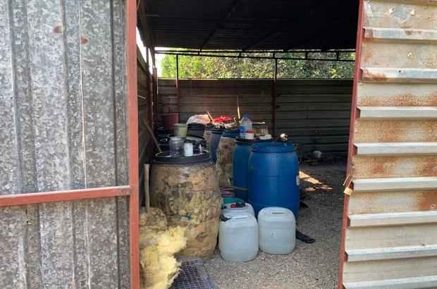 Adana'da kaçak içki operasyonu Adana'da yapılan operasyonda portakal bahçesinde 6 bin 460 litre kaçak içki ele geçirildi, 2 kişi gözaltına alındı