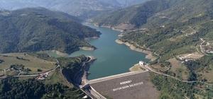 (Özel) Kocaeli'nin su ihtiyacını karşılayan Yuvacık Barajı'nda su seviyesi yüzde 48'e düştü Suyu çekilen baraj havadan görüntülendi