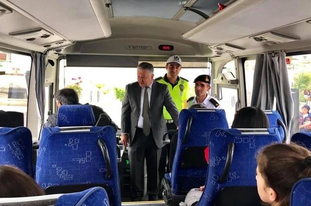 Kaymakam Duru, polis ve jandarma ile birlikte öğrenci servislerini denetledi