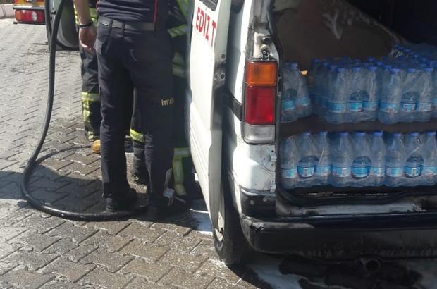 Alev alan su dağıtım aracını itfaiye söndürdü