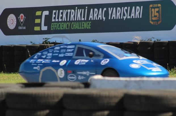 Üniversite öğrencilerinin elektrikli araçları, TEKNOFEST'te ödül alabilmek için piste çıktı Öğrencilerin tasarladığı araçlar kıyasıya yarıştı Araçları dereceye giren öğrenciler büyük heyecan yaşadı