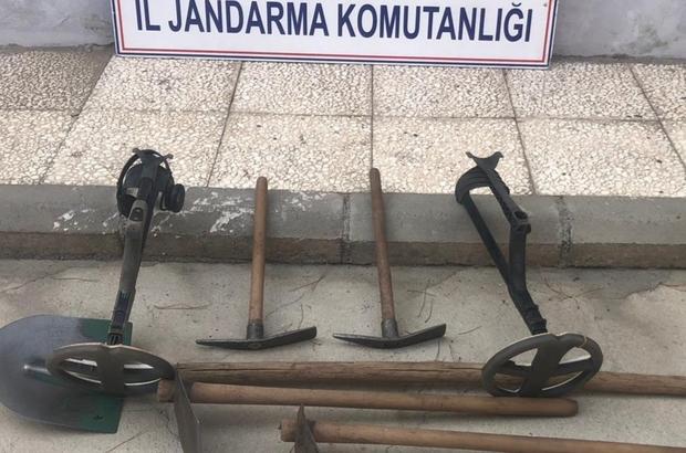 Manisa'da defineciler suçüstü yakalandı SİT alanında kaçak kazıya suçüstü