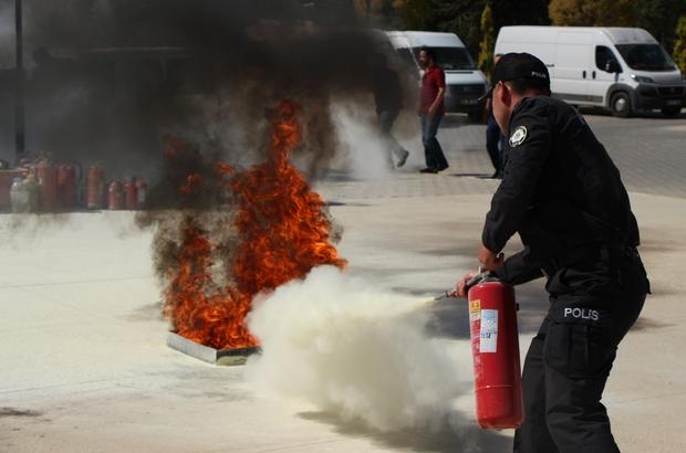 Emniyet personeline yangın söndürme tatbikatı