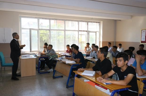 """Diyarbakır'da terörün kökü eğitimle kazınacak Diyarbakır İl Milli Eğitim Müdür Doç. Dr. Feysel Taşçıer: """"Terör, kaliteli bir eğitim ile bitirilebilir"""""""