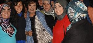 Bölgenin online alışveriş şampiyonu İspirli kadınlar İspirli kadınlar, ihtiyaçlarını online satış sitelerinden karşılıyor Erzurum İspir Panayırı'na Hülya Koçyiğit damgası