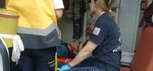 Özel öğrencileri taşıyan servis ile otomobil çarpıştı: 4 yaralı