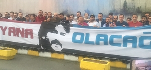 Yurda dönen Trabzonspor'da, taraftarlar Ünal Karaman'a destek verdi