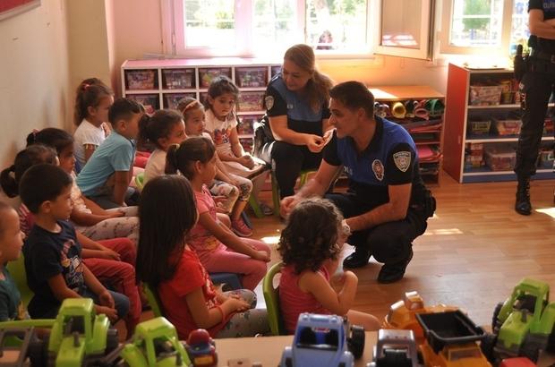 Toplum destekli polislerden çocuklara hediye
