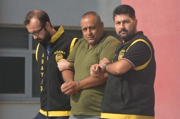 Sevgilisini 14 yaşındaki oğluna öldürten anneye müebbet Adana'da eşiyle birlikte sevgilisini 14 yaşındaki oğluna öldürttüğü ileri sürülen ve müebbet hapis cezası alınan firari anne saklandığı evde yakalandı Olayla ilgili kocanın tahrik indiriminden faydalanarak 18 yıl hapis cezası aldığı, çocuğun ise 5 yıl 10 ay hapis cezası alıp cezaevinde yattığı gün göz önünde bulundurularak Ağustos'ta tahliye olduğu öğrenildi