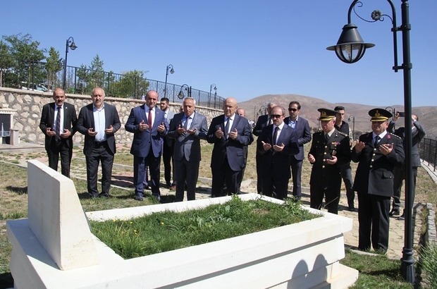 Bayburtlu Şehit Türkoğlu kabri başında anıldı