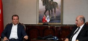 """Seçer: """"Irak ile ilişkilerimizin gelişmesi noktasında her türlü olumlu katkıyı vermeye hazırım"""" Irak'ın Ankara Büyükelçisi Hasan al-Janabi, Ankara dışında ilk resmi ziyaretini Mersin Büyükşehir Belediye Başkanı Vahap Seçer'e gerçekleştirdi"""