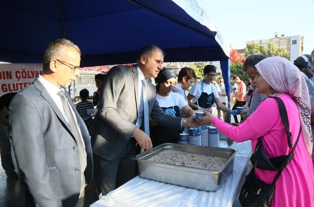 Aydın'da glutensiz aşureye yoğun ilgi Aydın Büyükşehir Belediyesi glutensiz aşure dağıttı