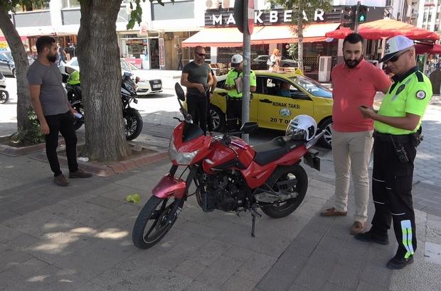 Emniyet kemeri takmayan sürücü diğer sürücüleri gösterdi Trafik polislerinden 'Kask ve Emniyet Kemeri' denetimi