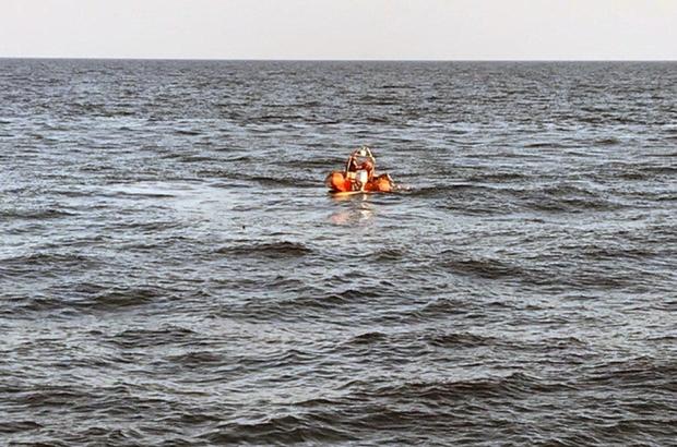 Göçmen botu battı, bir bebek kayıp Bodrum Yalıkavak açıklarında lastik bot içinde bulunan 15 düzensiz göçmen ve bir göçmen kaçakçısı olduğu öğrenilen bot battı Sahil Güvenlik ekipleri 15 kişiyi kurtardı, bir bebek kayıp