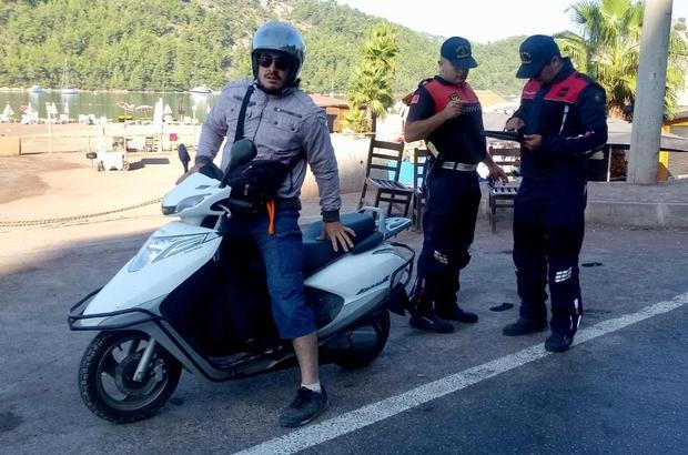Muğla Jandarmasının 'Motosiklet' denetimleri sürüyor Muğla İl Jandarma Komutanlığı Trafik timleri tarafından sorumluluk bölgelerinde motosiklet sürücülerine yönelik denetimler sürüyor.