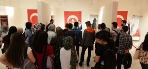 Üniversite öğrencileri şehitler müzesini ziyaret etti