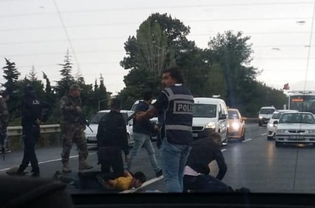 Terör ihbarı üzerine durdurulan araçtan kaçak göçmen çıktı