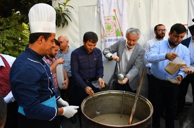 Başkan Başdeğirmen aşure dağıttı Isparta Belediyesi'nden namaz çıkışı aşure dağıtımı