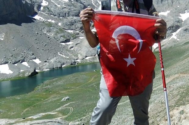 Kayserili 73 yaşındaki gazeteci Bekir Demirağ, Erciyes'e 87. Zirve tırmanışını yaptı Dağlarda 30. Yılını geride bıraktı