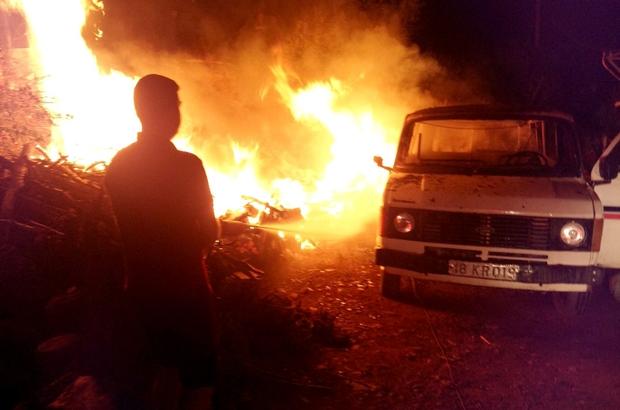Yatağan'da araç yangını Muğla'nın Yatağan ilçesinde araçta çıkan yangında araç tamamen yandı.