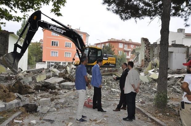 Söğüt'te yeni projeler için yıkım çalışmaları başladı