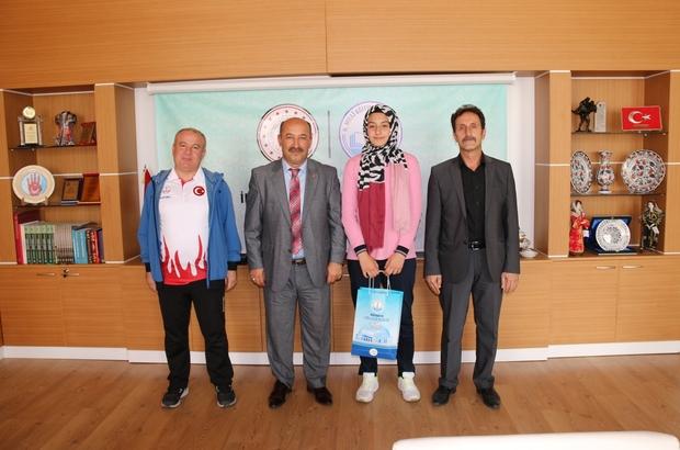 Müdür Başyiğit, Taekwondo Türkiye ikincisi Hayrunnisa Dilsiz'i kabul etti