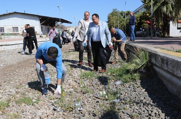 Dünya Temizlik Günü'nde Akhisarlılar çöp topladı