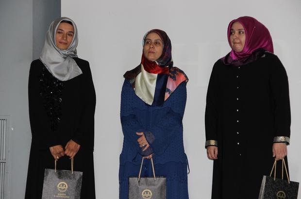 Kur'an-ı en güzel okuyan kadın din görevlisi İstanbul'dan Türkiye Kadın Din Görevlileri Kur'an-ı Kerim'i Güzel Okuma Final Yarışması Manisa'da yapıldı Yarışmada birinciliği İstanbul, ikinciliği Samsun, üçüncülüğü ise İzmir illerinden yarışmaya katılan usta öğreticiler kazandı