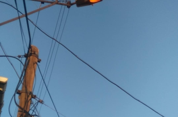 """Hava kararmadan yanan sokak lambaları tepki çekiyor Bozüyüklü vatandaşlar: """"Bu israfın önüne geçilsin"""""""