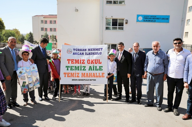 Temiz okul, temiz aile, temiz mahalle Başkan Fadıloğlu ile Kaymakam Kalaylı, öğrencilerle yürüdü