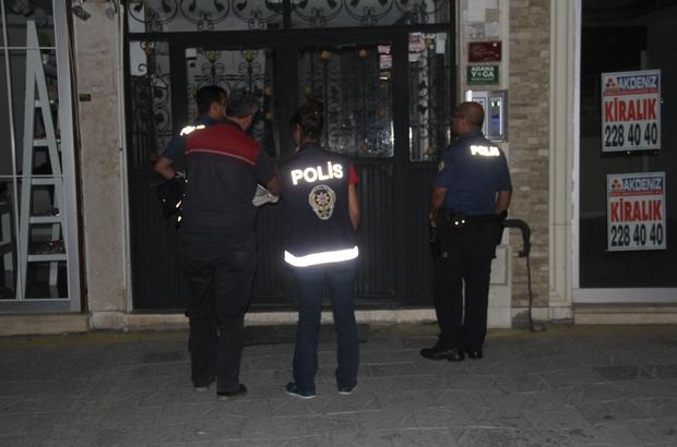 Adana'da FETÖ operasyonu Adana merkezli 7 ilde gerçekleştirilen operasyonda aralarında asker, öğretmen ve hemşirelerinde bulunduğu 15 zanlının yakalanması için evlere tek tek girildi